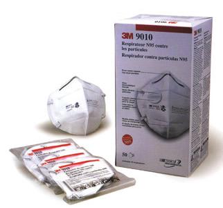 1商品画像2つ折りタイプで薄くコンパクトに持ち運べます。マスク容積が大きいので呼吸がラクです。