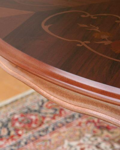 草花の象嵌模様が美しいイタリアの丸型ダイニングテーブル(直径110cm)