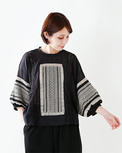 soi-e(ソア)刺繍&レースプルオーバーコットンブラウス810775