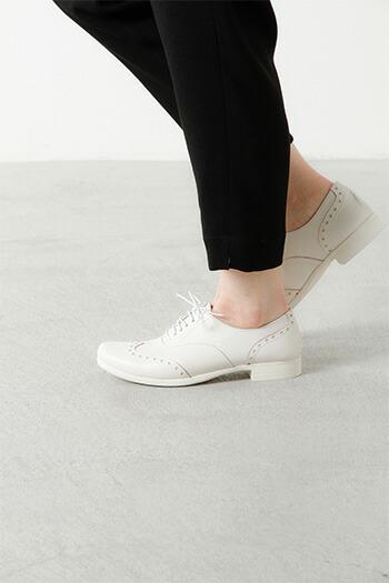 スニーカーのような感覚で履きやすく足が疲れにくいデザイン