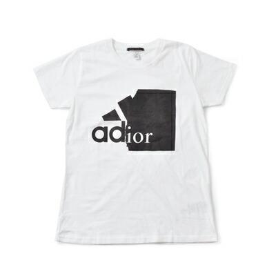 """Simeon Farrar BLACK SCORE(シメオンファラー ブラックスコア) グラフィックコットンTシャツ""""ADIOR"""" 10381110"""