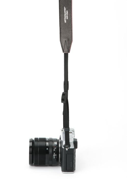 カメラストラップ<しなやかな牛革仕様:装着部テープ>