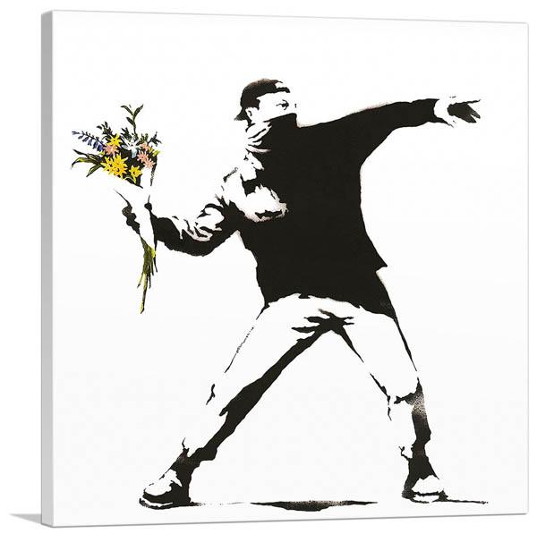 花束を投げる男