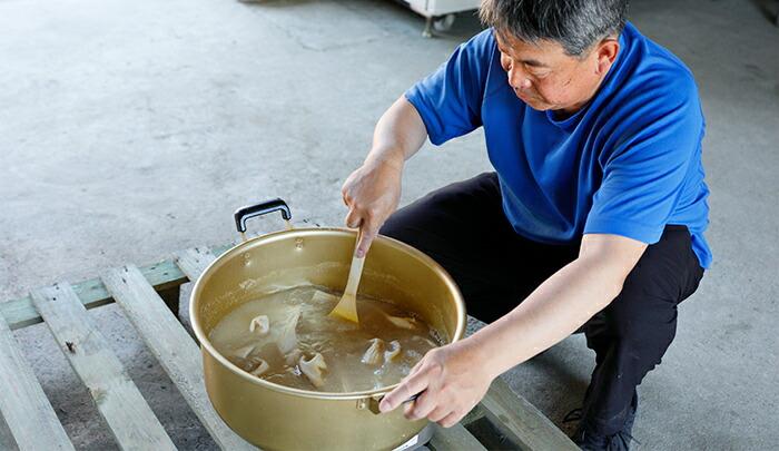 鍋で米ぬかソックス作り