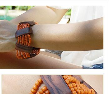 バリ島の職人がひとつひとつ丁寧に敷き詰めたビーズは存在感があり、木製プレートの木目も綺麗です。