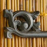 バリ島の木彫りイカットハンガー