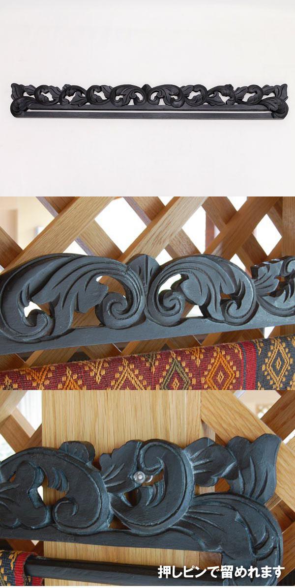 木彫りのイカットハンガー