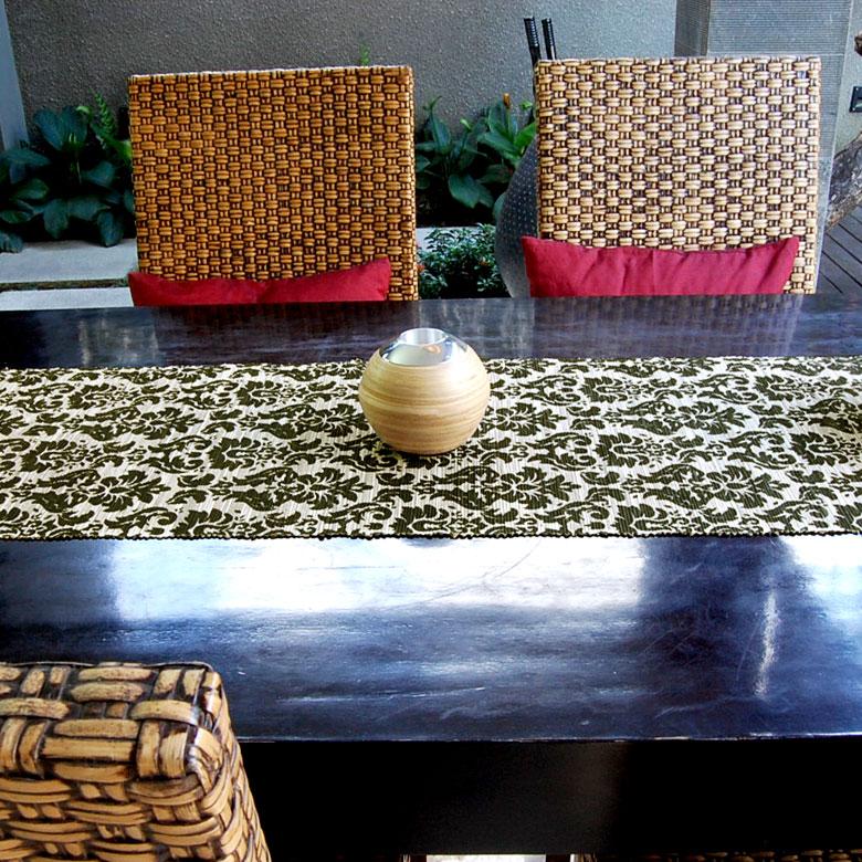 ウォーターヒヤシンスで出来たテーブルランナー