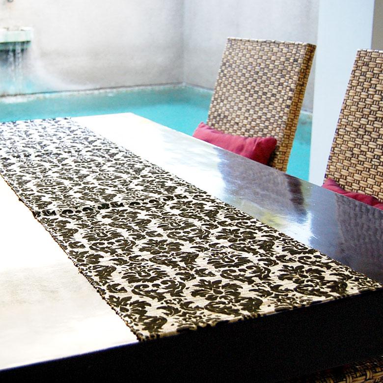 長さ約150cm!これ1枚でテーブルの雰囲気が変わります