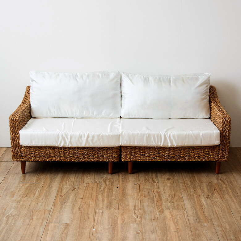 天然アバカ素材でできた 3人掛けソファ