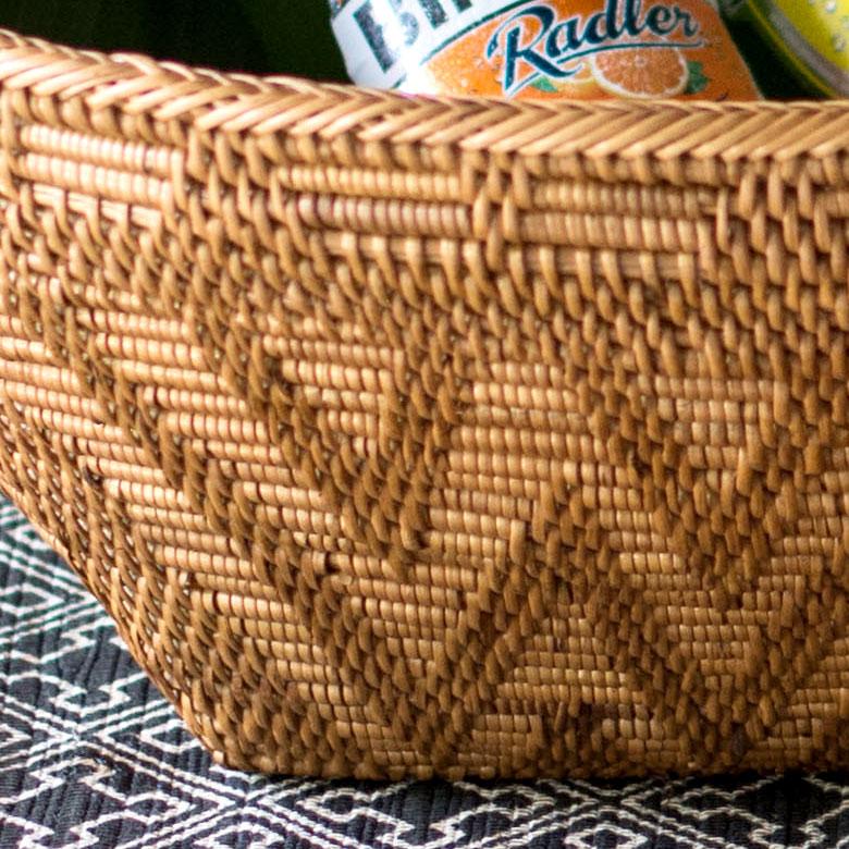 一般的なアタ製品と少し違う編み方で存在感のある仕上がり。