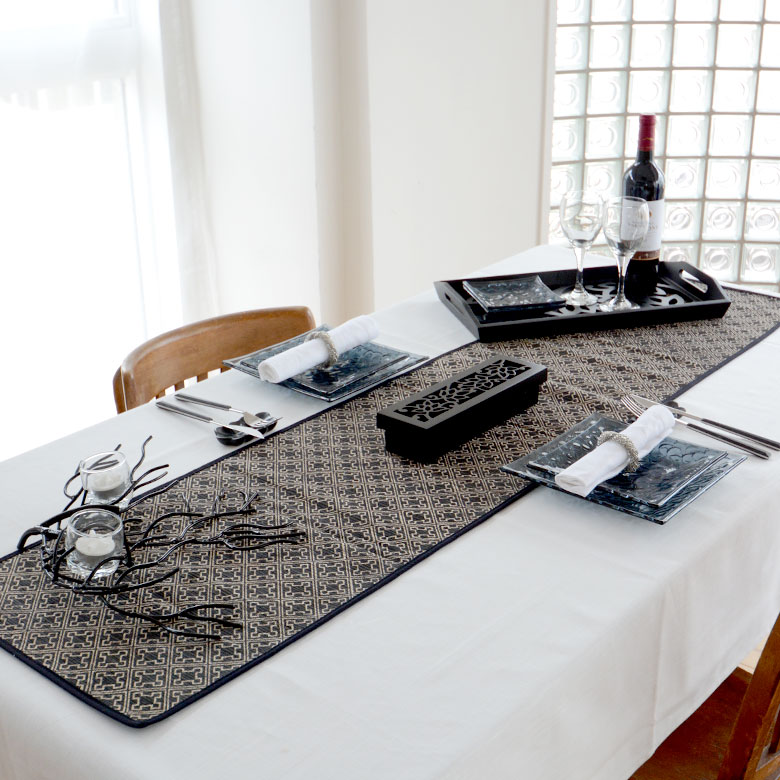 ウォーターヒヤシンスで編まれたバリ島のテーブルランナー