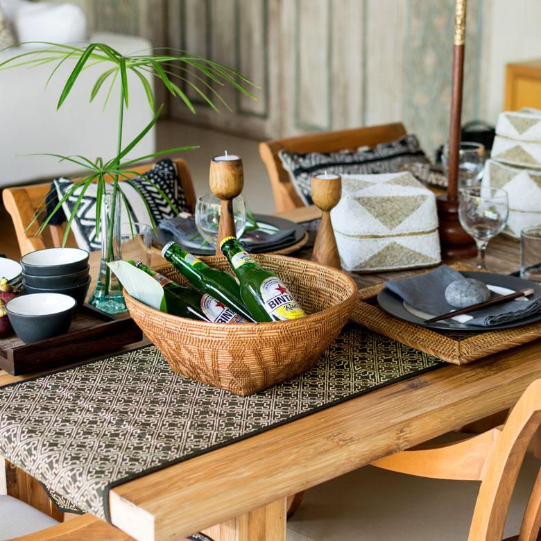 テーブルを飾る敷物としても使えます