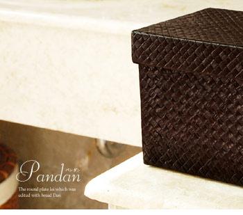 レザーのような重厚感あるパンダン製ボックス。