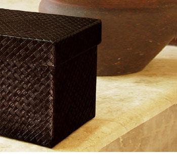 パンダン製の収納ボックスはシンプルな作りで飽きのこないデザイン。