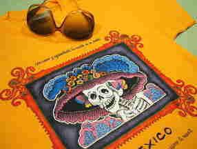 メキシコ文化、カトリーナ髑髏、死者の日、アステカ文明、マヤ、ピラミッド、アステカ・カレンダリオTシャツ