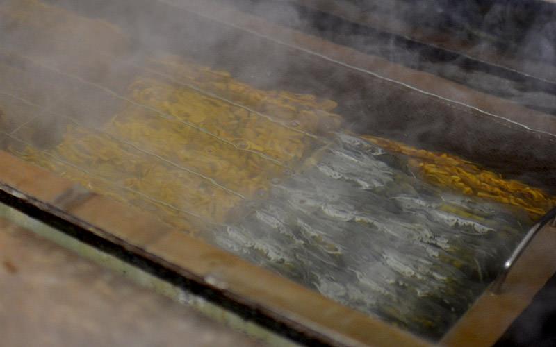 煮沸消毒して金属探知機にかけて出来上がり。