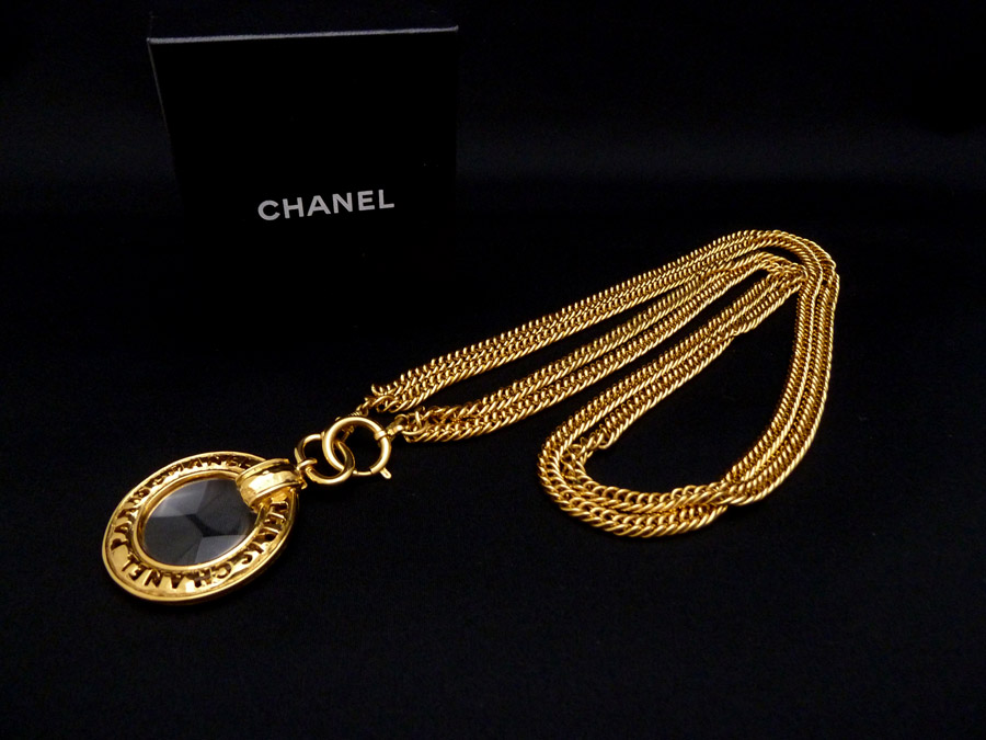 chanel vintage chanel vintage loupe pendant chain necklace mozeypictures Choice Image