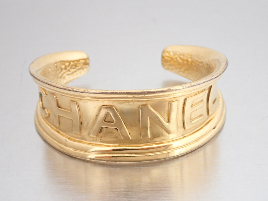 It Is A Chanel Logo Vintage Bangle Bracelet Gold Lady S Metal Material Soot Used