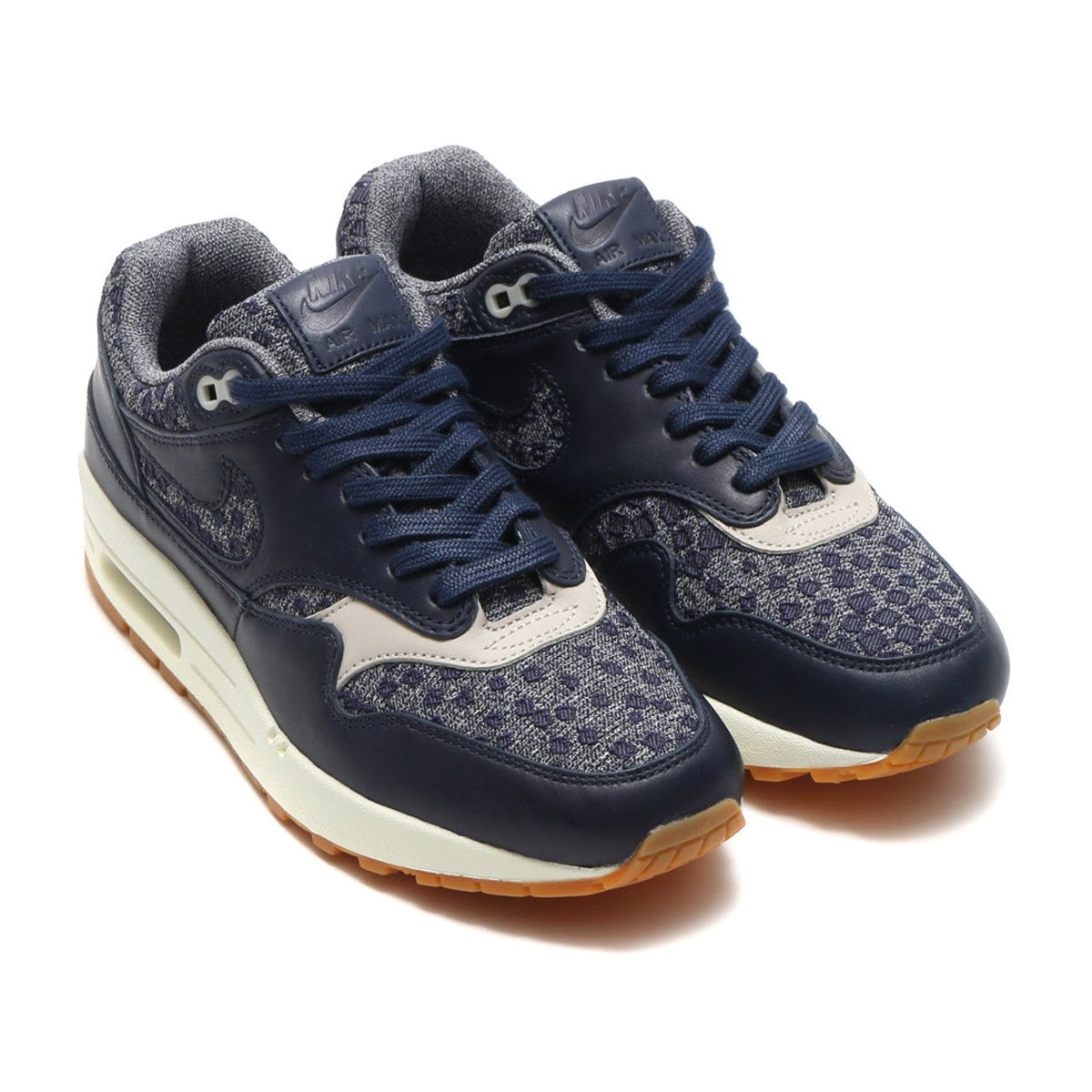 new arrival 77e8f 9c698 ... and the comfort that adopted upper of the classic leather and クッショニング  of the gentle high repulsion fuse as for the Nike women Air Max 1 premium.