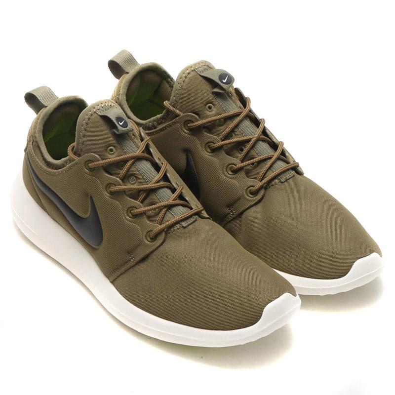 f09d6ba5efee Amazon Nike Women s Roshe Two SE Running Shoe Running