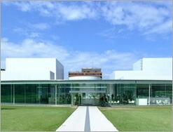 SANNAが設計した金沢21世紀美術館