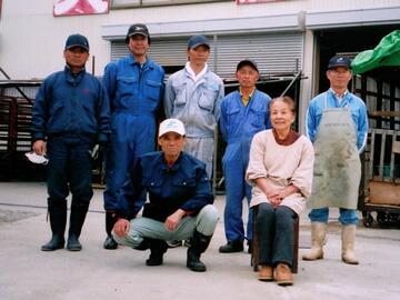 細矢さん夫妻とフタッフの人たち