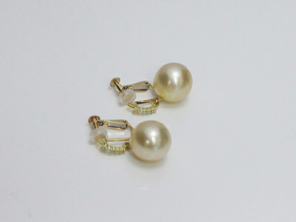South Sea Pearl 0 05 Carats 2 Shines Diamond 18 K Gold Earrings Are A Nice Design