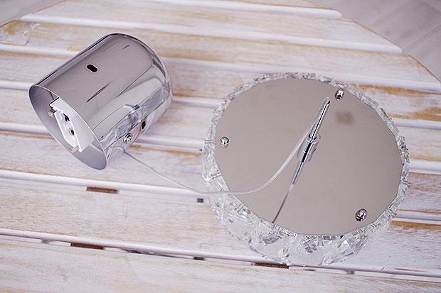クリスタルガラスが煌びやかなペンダントライト【Gleam グリーム】です。
