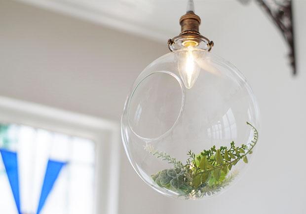 テラリウムのようなグリーンが魅力的なペンダントライト【Piante】です。ー