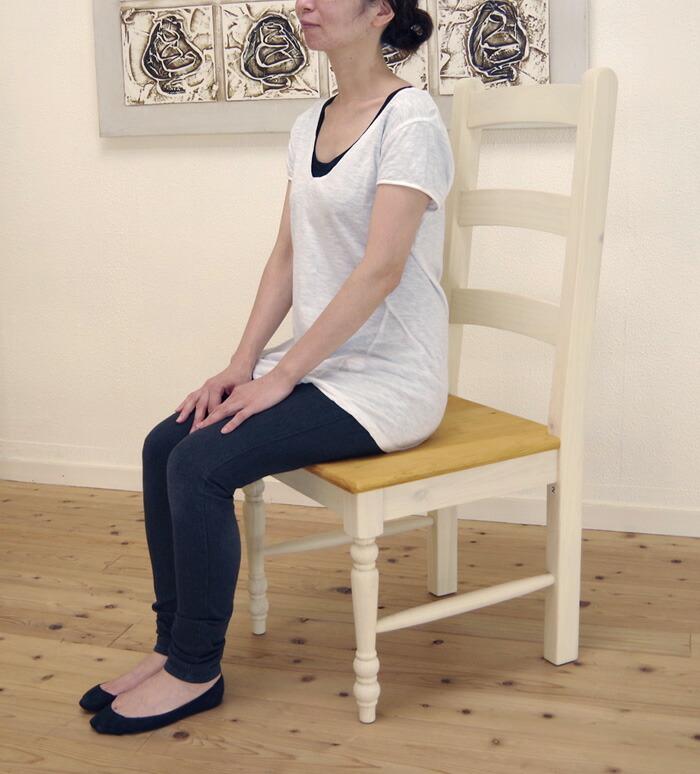 フレンチカントリー ダイニングチェア 無垢木製 座面高42cm シンプルなデザインの白い ダイニングチェア