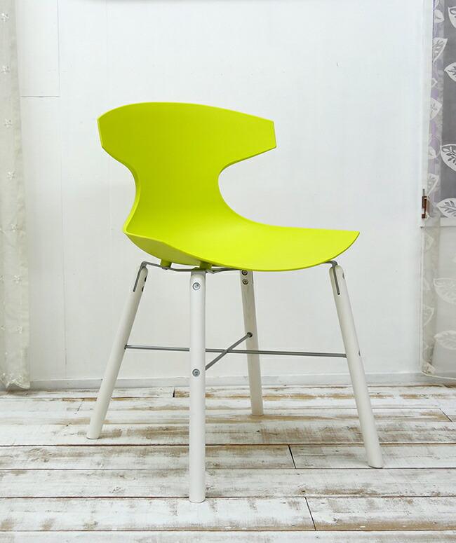 白い座面の個性的なデザイナーズチェア