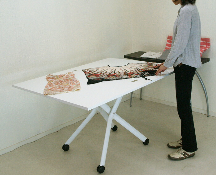 伸長式 リフティングテーブル 白いテーブル ピアノ塗装 鏡面塗装 白いテーブル天板