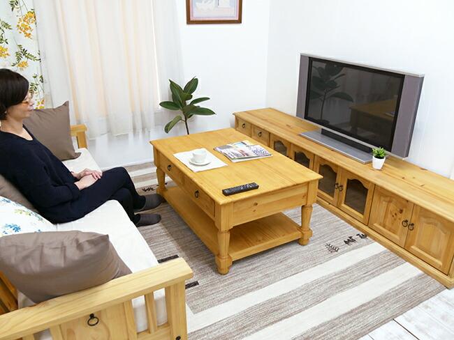 カントリーのソファに合うリビングテーブル
