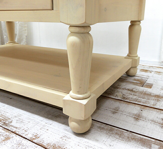 フレンチカントリーのリビングテーブル飾り彫り