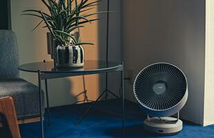 冷暖房と併用して使用することで室内の空気循環の効率化・衣類の消臭乾燥・お部屋の換気・扇風機としてシーズン通して、活躍するアイテムです