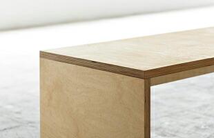 合板の特徴を熟知した工場で製作しているため、部材の接合個所の精度が非常に高いベンチとなっております
