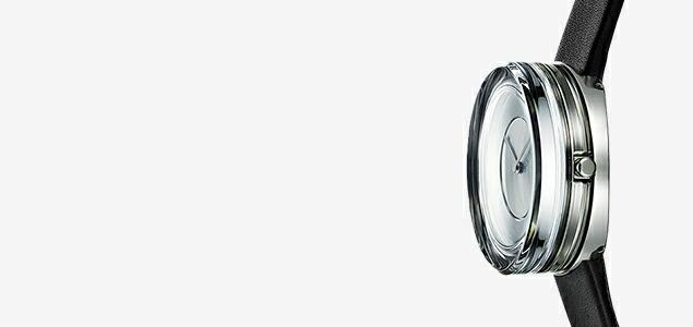透明なガラスの塊から生み出された時計は、感覚を超越する光の彫刻(オブジェ)となる。ISSEY MIYAKE 吉岡 徳仁 ガラスウォッチ