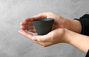 小ぶりなサイズの椀は手に収まりやすく、とても使いやすいです