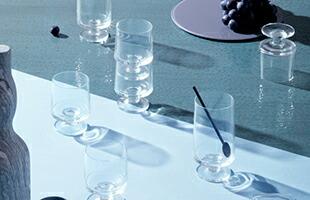 Grathe Meyer、同じくデンマークのデザイナーであり建築家のIBI TRIER MORCHが共同で1950年代後半に製作したSTUBシリーズがホルムガードより復刻致しました