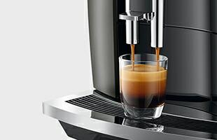 JURA 全自動コーヒーマシン E8 斜めから見たイメージ