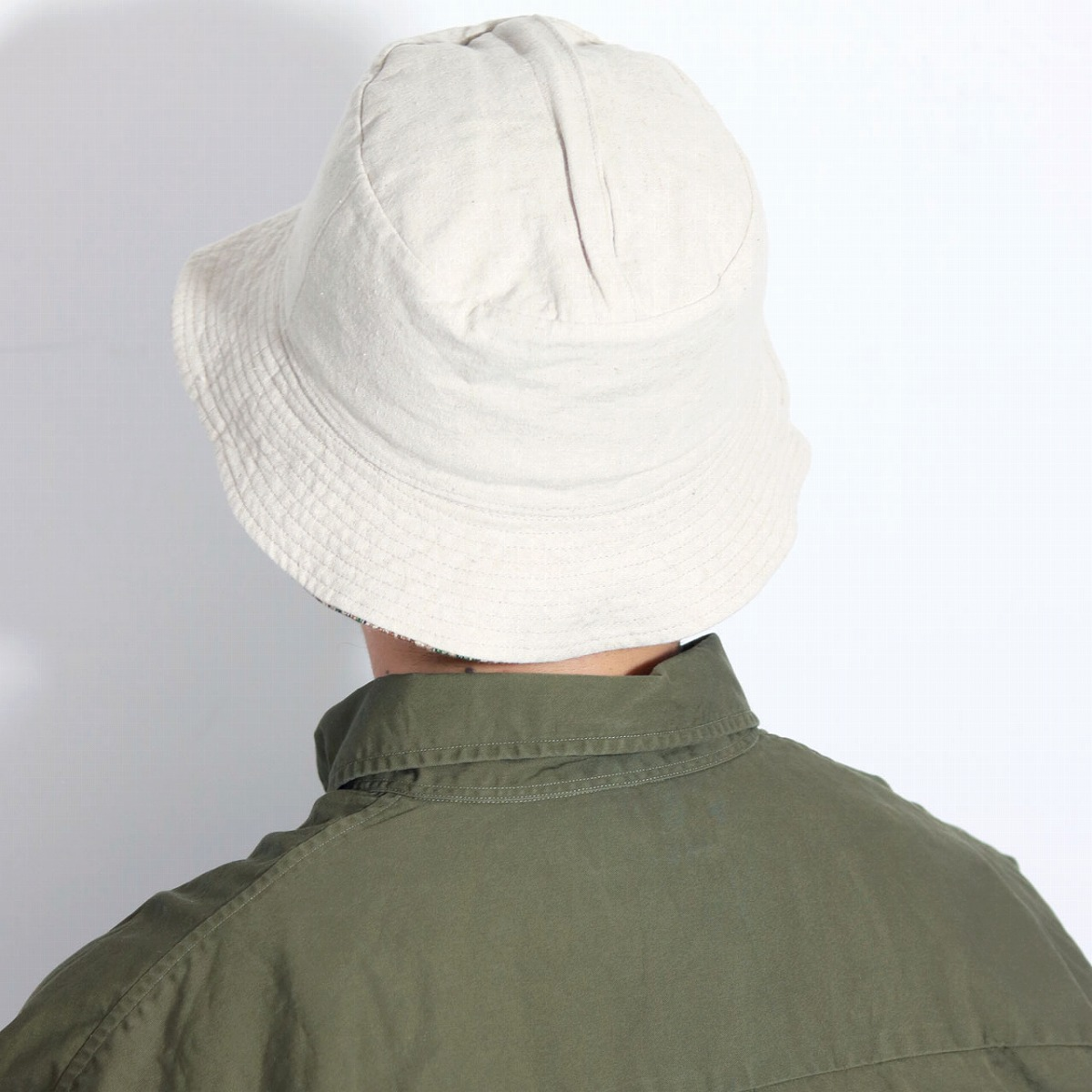 84128f372a この帽子の注目は無地側についたジッパーをあけて生地を裏返すことで袋状にコンパクト収納できるのです。 ゆったりとしたシルエットのコーディネートにあわせ、  ...