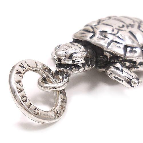ジョバンニ・ラスピーニ:カメの燻し銀チャーム