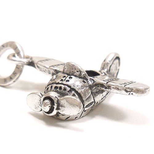 ジョバンニ・ラスピーニ:飛行機の燻し銀チャーム