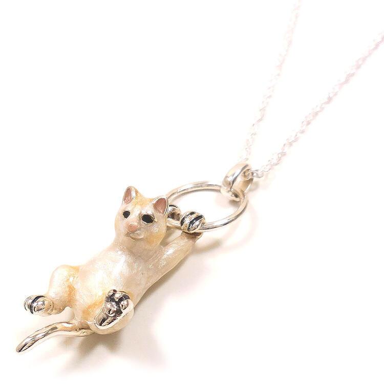 ぶら下がり猫のシルバーネックレス