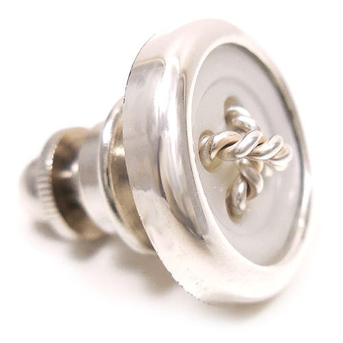 ベルフィオーレ:ボタン型の銀製ピンバッジ