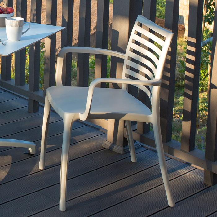ガーデンチェアー 屋外用 チェアー プラスチック製 Grosfillex サンデーアームチェア ミルキートープ GRS-AC16MTガーデン家具 椅子 屋外用家具 スタッキング可