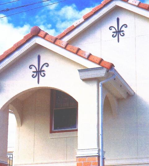 妻飾り 15型 壁飾り アルミ鋳物 シンボル エクステリア 設置例