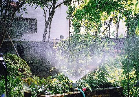 フラワー散水栓 散水イメージ図