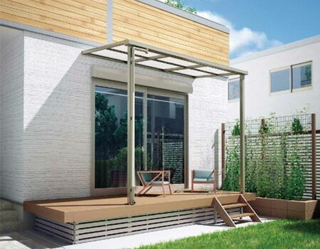 設置条件に合わせて、左右の柱が内側に500mm移動可能な大人気のフラット屋根タイプテラス。「グランフラット」